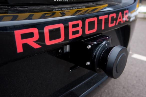 RobotCar har laserskannere i begge støtfangerne. Foto: John Cairns